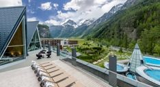 aqua dome - The Aqua Dome found in Oberlängenfeld in Austria, is located in the heart of Tyrol's Ötztal valley. The spa retreat is found at the foot of sce. Spa Hotel, Spa Design, Best Resorts, Hotels And Resorts, Area 47, Superior Hotel, Aqua, Luxury Tents, Best Spa