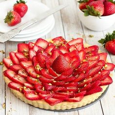 Strawberry Tart with Pastry Cream. Impress your guests at your next gathering with this eye-catching strawberry tart. Tart Recipes, Dessert Recipes, Delicious Desserts, Fruit Pizza Bar, Pastry Shells, Sugar Cookies Recipe, A Food, Food Processor Recipes, Pampered Chef