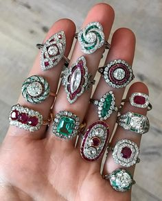 Gorgeous Ruby and Emerald Diamond Rings – Eyes Desire Gems and Jewelry Bijoux Art Deco, Art Deco Jewelry, Gems Jewelry, Art Deco Ring, Jewelry Accessories, Fine Jewelry, Jewelry Design, Ruby Jewelry, Jewlery