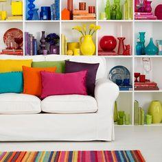 Suddividere le decorazioni in base ai colori può essere un'idea interessante per differenziare il proprio nido! #LaCasaModerna #Interior #Colors ● lacasamoderna.com