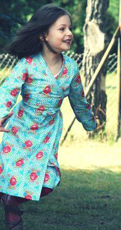 *Neues aus der Kollektion von   www.smhope.de:*    Wickelkleid mit japanischem Kimonomuster, leichtes an-u.ausziehen, absolut bezaubernd.  100% Ba
