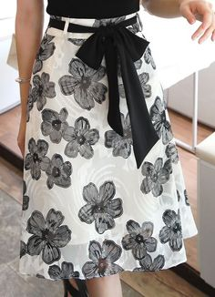 Monochrome Floral Print Ribbon Tie Belt Skirt - Korean Women's Fashion Shopping Mall, Styleonme. N Informations About Monochrome Floral Print Ribb - Vêtement Harris Tweed, Skirt Belt, Korean Outfits, Latest Outfits, Stylish Outfits, Casual Skirts, Korean Women, Mode Inspiration, Skirt Outfits