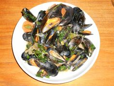 The Most Delicious Stir-fried Dutch Zeeland Mussels recipe Clams Seafood, Fish And Seafood, Macro Meals, Macro Recipes, Food Plus, Pasta, Dutch Recipes, Food For A Crowd, Mussels