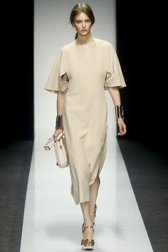 See the complete Gianfranco Ferré Spring 2014 Ready-to-Wear collection.