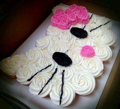 Hello Kitty Cake using cupcakes! Pull Apart Cupcake Cake, Pull Apart Cake, Cupcakes Design, Fondant Cupcakes, Ladybug Cupcakes, Snowman Cupcakes, Giant Cupcakes, Birthday Cupcakes, Cupcakes Flores