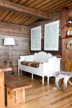 Living room of a summer cottage in Keitele, Finland. The bright white sofa and wall art lightens up the all-wood interior. Summer Cabins, White Sofas, Wood Interiors, Outdoor Furniture, Outdoor Decor, Hygge, Sweet Home, Cottage, Living Room