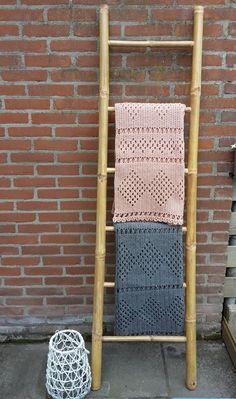 new ideas crochet lace blanket pattern hooks Crochet Quilt, Crochet Mittens, Crochet Blocks, Afghan Crochet Patterns, Filet Crochet, Crochet Lace, Crochet Afghans, Irish Crochet, Modern Crochet Blanket