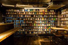 「森の図書室2号店」が表参道ヒルズに - カフェ感覚でふらりと読書、お酒やコーヒーと共にくつろぐ空間   ニュース - ファッションプレス