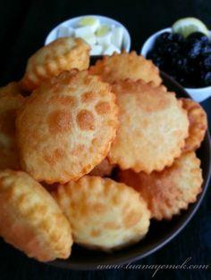 TUANA MUTFAK: YOĞURTLU PİŞİ Breakfast Recipes, Snack Recipes, Dessert Recipes, Snacks, Turkish Breakfast, Bread And Pastries, Turkish Recipes, Homemade Beauty Products, Empanadas