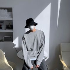 Korean Winter Outfits, Korean Outfit Street Styles, Korean Street Fashion, Korea Fashion, Poses, Urban Outfits, Fashion Outfits, Look Dark, Mens Fashion Sweaters