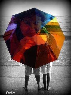 In questa pazza primavera non ho ancora ben capito se serva un parapioggia o un parasole ... sicuramente un parafulmine sarebbe auspicabile!Voglia di mare - fotomontaggio La pioggia sui tasti by Corde Oblique on Grooveshark