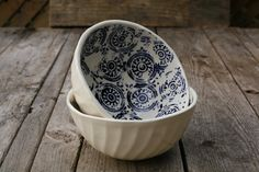 Take the Cannoli Terracotta, Take The Cannoli, Dinner Wear, Blue Bowl, Blue China, Home Decor Kitchen, Beautiful Interiors, Household Items, Goodies
