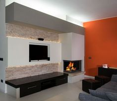 Modern Fireplace with arabesque marble polished and bricked together with dark brown wood. Caminetto moderno con marmo arabescato lucidato e a spacco, a contrasto con parti in legno testa di moro. #Fireplace #myIDEA: