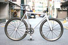 Bike check!! Frame : Leader Kagero silver L Stem : Cinelli pista Handle : BLB riserbar Seatpost : FSA carbon Wheelset : Lightweight rundkurs Crank : Sugino 75+Rotor Chain : Izumi V