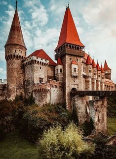 Muzeul Castelul Corvinilor 🇷🇴 Classic Architecture, Interior Architecture, Castle Gate, Templer, Gate House, Old Buildings, Travel Aesthetic, Romania, Travel Inspiration