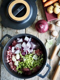 One pot lammegryte One Pot, Acai Bowl, Bacon, Breakfast, Food, Red Peppers, Acai Berry Bowl, Morning Coffee, Stew