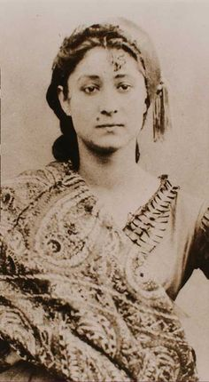 † Alexandrine Tinne (here in 1865) (October 17, 1835 - August 2, 1869) Dutch photographer and travel explorer.