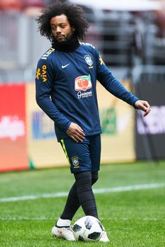 Marcelo Photos - Marcelo of Brazil attends a training session ahead of a friendly match between Russia and Brazil at Luzhniki Stadium on March 2018 in Moscow, Russia. - Brazil National Football Team Training Session In Moscow Best Football Players, National Football Teams, Football Jerseys, Football Moms, Cristiano Ronaldo Juventus, Messi And Ronaldo, Neymar, Mc 12, Girls Football Boots