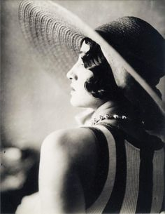 Jacques-Henri Lartigue :: Renée Perle, Juan-Les-Pins, 1930 / via undesordredelicieux / related post, here more [+] by this photographer, also here Louise Brooks, Man Ray, Belle Epoque, Yvonne Printemps, Portraits Victoriens, Photo Star, Juan Les Pins, Famous French, Digital Museum
