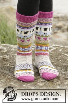 """03d2bad4282e Sleepy Sheep - Knitted DROPS socks with multi-coloured pattern in  """"Karisma"""". Size 35 - 46 - Free pattern by DROPS Design"""