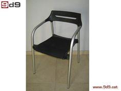 Conjunto de DOS sillas oficina de segunda mano, con asiento tapizado de color negro y respaldo PVC, estructura metálica color gris.  PVP: 80€ por las DOS sillas.