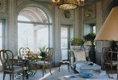 Trellised garden room in Texas by Bunny Williams. Those mirrored...