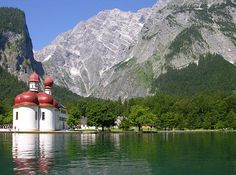 Lake Konigsee - by far one of my favorite places. Romantic and gorgeous. Beautiful World, Beautiful Places, Kirchen, Dom, Places Ive Been, Mount Rushmore, National Parks, To Go, Marvel