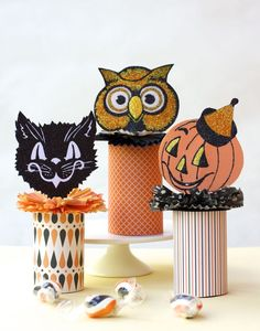 Vintage Style Treat Containers - Urban Comfort-make out of toilet paper rolls for our Halloween party 2013 Diy Halloween, Halloween Vintage, Vintage Halloween Decorations, Holidays Halloween, Halloween Treats, Happy Halloween, Halloween Costumes, Halloween Tutorial, Fall Crafts