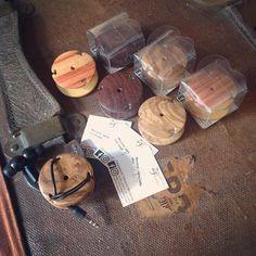 Macaron / porta cuffie  earphone case  Bois de rosa & rosewood & olive  #zouganista #firenze #florence #sanfrediano #italia #italy #oltrarno #intarsio #inlay #職人 #artisan #artigianato #craftmanship #legno #wood #象嵌 #arredamento #インテリア #madeinitaly #regalo #natale #gift #christmas #プレゼント #ギフト #earphonecase