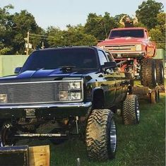Ultimate tow rig and mudder in the same picture. Chevy Pickup Trucks, Classic Chevy Trucks, Gm Trucks, Chevy Pickups, Chevrolet Trucks, Chevy Silverado, Diesel Trucks, Cool Trucks, 1957 Chevrolet