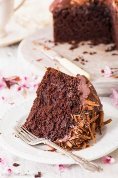 Intensely chocolatey, perfectly moist and dead easy to make – this vegan chocolate cake is EVERYTHING a chocolate cake should be, and more. Dairy Free Cheesecake, Raw Cheesecake, Easy Cake Recipes, Healthy Dessert Recipes, Vegan Recipes, Vegan Frosting, Frosting Recipes, Holiday Desserts, Fun Desserts