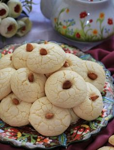 Oil Butter Cookies - Delicious cookies made with oil, without using margarine and butter. Sweet Desserts, No Bake Desserts, Keks Dessert, Cookie Images, Cakes Plus, Light Snacks, Delicious Cake Recipes, Snacks Für Party, Yummy Cookies