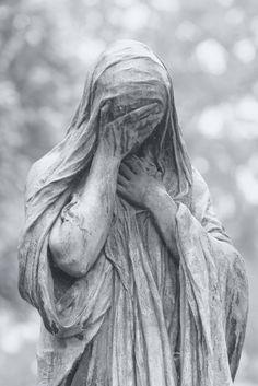 На старых европейских кладбищах есть скульптуры, которые очаруют вас и превратят в одну гигантскую мурашку.   Источник: http://www.adme.ru/tvorchestvo-hudozhniki/memento-mori-630855/ © AdMe.ru