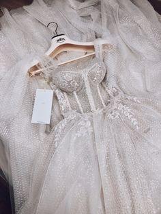 Donna < 3 #MUSEbyBERTA Grad Dresses, Ball Dresses, Bridal Dresses, Ball Gowns, Flower Girl Dresses, Elegant Dresses, Pretty Dresses, Beautiful Dresses, Formal Dresses