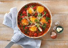 Egg i spicy bønnegryte - MatPrat Vegetarian Eggs, Egg And I, Bean Casserole, Frisk, Foods To Eat, Thai Red Curry, Food To Make, Cooking, Breakfast