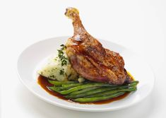 Confit Leg of Gressingham Duck ~ Parsley Mash ~ Green Beans and Red Wine Jus. Michelin Star, Duck Leg Recipes, Game Recipes, Dinner Recipes, Confit Duck Leg, Traditional French Recipes, Braised Red Cabbage, Bistro Food, Casserole Dishes