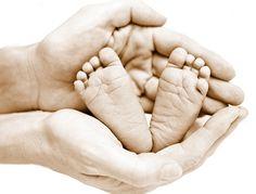 Kinderschuhe sind in vielen Fällen kleiner als vom Hersteller angegeben. Das kann neben Knick- und Senkfüßen auch zu Haltungsfehlern und Rückenschäden führen. Eine Untersuchung hat herausgefunden, dass die Überzahl der untersuchten Kinderschuhe fehlerhaft ausgezeichnet war und die Schuhgröße kleiner ausfiel als angegeben.