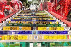 Escadaria Selarón no #RiodeJaneiro. 215 degraus conectam Lapa e Santa Teresa.