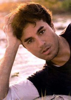 he can be my hero any day ;he can be my hero any day ; Enrique Iglesias, Beautiful Voice, Beautiful Men, Moving To Miami, Actrices Hollywood, Attractive Men, Cute Guys, Sexy Men, How To Look Better