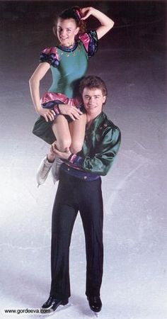 Russian pair skaters Gordeeva and Grinkov were an unstoppable figure-skating force, partners both in life and on the ice. Figure Ice Skates, Figure Skating, Ice Skating Beginner, Sergei Grinkov, Stars On Ice, Ice Skaters, Olympic Champion, Ice Dance, People