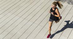 Parece ser que la mayoría de los corredores son bastante rutinarios. Encontramos un momento para completar nuestras carreras, nos ceñimos a un horario y salimos a realizar la misma actividad todos los días. Aunque la mayoría de las veces esta es una cualidad admirable, en ocasiones puede jugar en nuestra contra. Muchos corredores están tan […] #Lukor #Calentamiento, #Correr, #Entrenamiento, #Errores, #Estiramientos, #Running Biceps Workout, Pumping, Physical Fitness, Build Muscle, At Home Workouts, Push Up, Exercise, Gym, How To Plan
