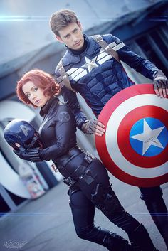 Avengers - Black Widow - Captain America - Marvel Comics Cospplay! He looks like Chris Evans and his shield is signed by Chris!!! Black Widow is amazing too! She is fierce! Comic Con Cosplay, Comic Con Costumes, Superhero Cosplay, Superhero Couples Costumes, Cool Costumes, Marvel Cosplay, Marvel Cinematic Universe, Black Widow Costume, Black Widow Cosplay
