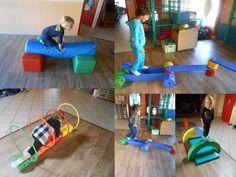 Vendredi matin, dans la grande salle, nous avons réalisé le parcours de motricité : équilibre sur poutre et passer dans les cerceaux...
