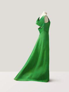 #AuctionUpdate : Une sublime robe du soir en gazar vert pomme de Pierre Cardin vendue 41.250 € #Ludot #SothebysFr