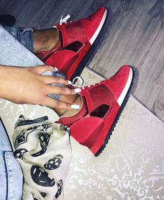 Zapatillas Louis Vuitton, Louis Vuitton Sneakers, Sneakers Fashion Outfits, Fashion Shoes, Basket Lv, Yezzy Shoes Women, Splendid Shoes, Timberland Outfits, Adidas Shoes Women