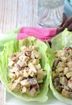 Estas envolturas de lechuga ensalada de pollo a la parrilla son una adición saludable a su almuerzo.  Nueces, uvas, manzanas y pollo están unidos por una vinagreta balsámica miel.  |  honeyandbirch.com