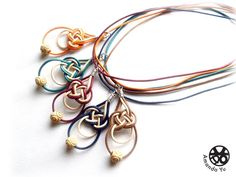 celtic knot pendants - and who just discovered the lovely knot tutorial website? Hemp Jewelry, Jewelry Knots, Macrame Jewelry, Wire Jewelry, Pendant Jewelry, Jewelry Crafts, Jewelery, Jewelry Necklaces, Bracelets