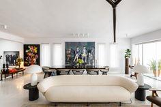 High End Living: Μια κατοικία στο Πανόραμα της Θεσσαλονίκης που φλερτάρει με την υψηλή αισθητική Couch, Furniture, Home Decor, Settee, Decoration Home, Sofa, Room Decor, Home Furnishings, Sofas