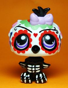 Halloween Skeleton OOAK Hand Painted Custom Littlest Pet Shop LPS Day of the Dead>>>>> bet my mom would love this :) Lps Littlest Pet Shop, Little Pet Shop Toys, Little Pets, Sugar Skull Owl, Custom Lps, Lps Accessories, Lps Toys, Cute Little Animals, Kawaii