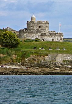 St Mawes Castle, Cornwall, England This castle is a coastal fortress built in the time of Henry VIII Devon And Cornwall, Cornwall England, England Uk, Falmouth Cornwall, Palaces, Castles In England, English Castles, Famous Castles, England And Scotland